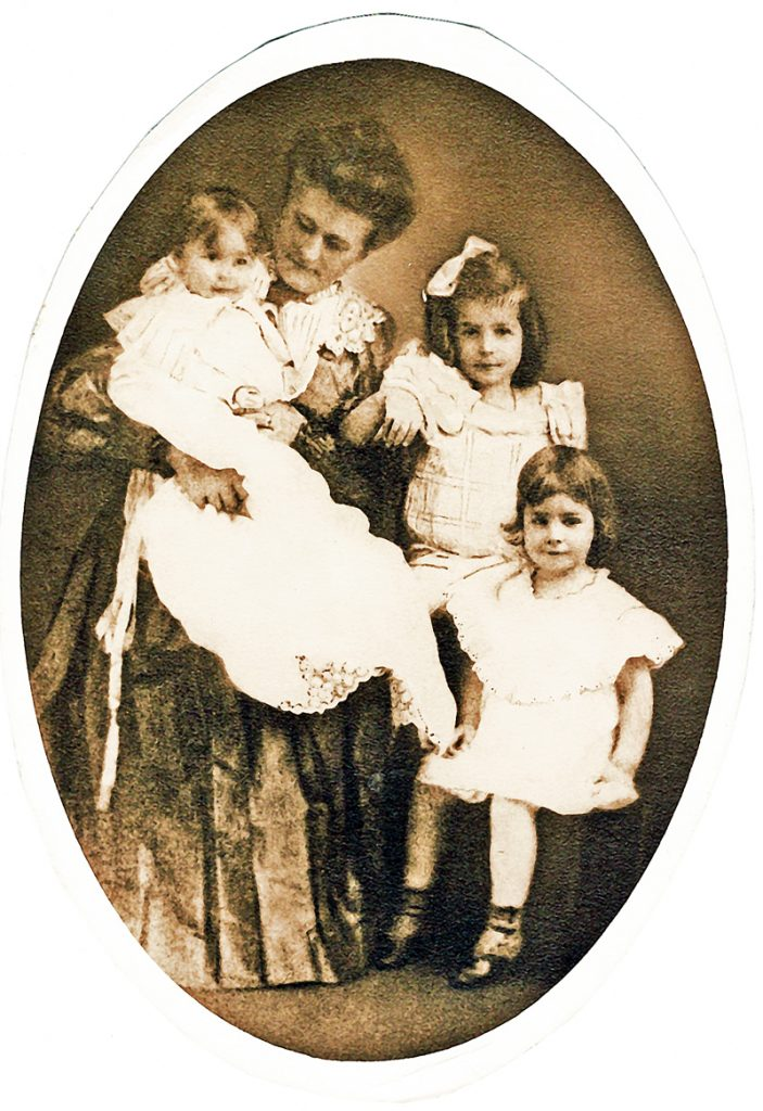 Marie Fladvad Cottrell in about 1906 with her daughters